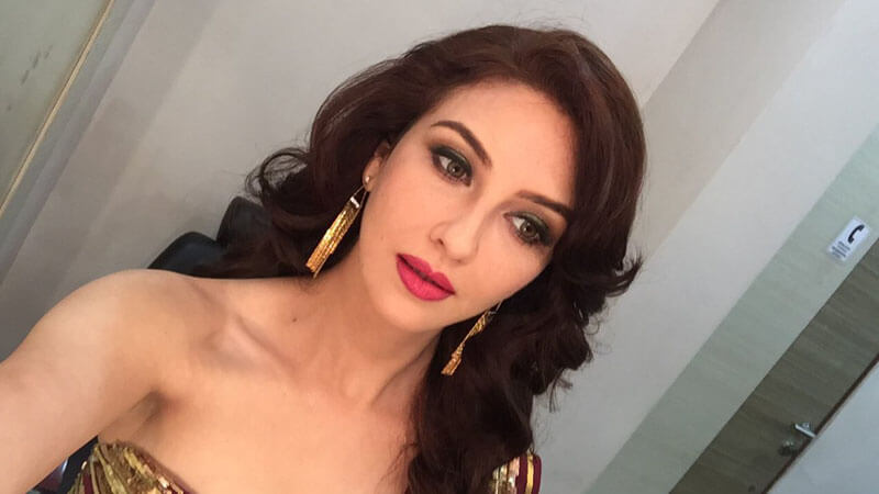 Saumya Tandon Facts